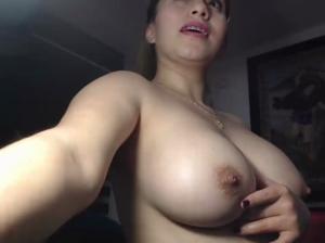Image KarlaGomez  [04-01-2019] Topless